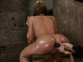 Amy brooke hog fastened mit ein riesig dildo pushed im sie wazoo