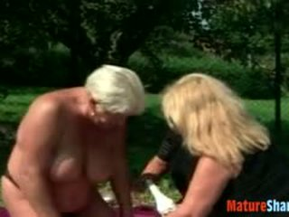 Drunken oma plumpers turning lesbisch