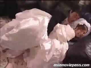 Yua aida de bruid en de bestman
