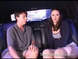 Tonårs hitchhiker enjoying trekanter kön