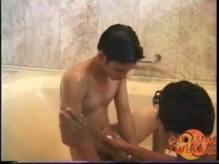 Aziatisch bathtub seks