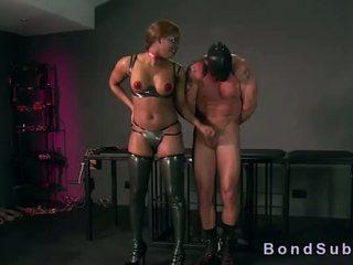 חזה גדול אבוני פילגיש gets כוס licked על ידי שלה עבד