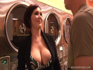 Insanely seksuālā skaistule claire dames rides dong til viņa cums