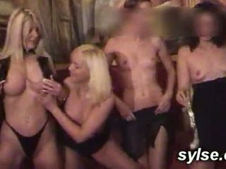 Several MILFS and TEENS who fuck together