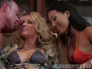 Wicked - Akira and Drake in perfect threesome