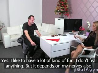Female agent gets cum dijupuk on her leg from guy on casting