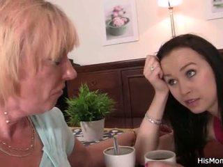 Oud lesbisch mam toying haar jong poesje <span class=duration>- 6 min</span>