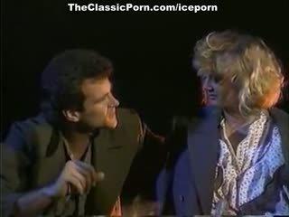 Julianne james, tracey adams, aja in vintage porno scena