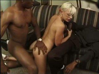 Inter-racial sexo a três com anal e dp