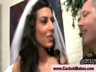 सेक्सी cuckhold loving ब्राइड sucks इंटररेशियल nuts