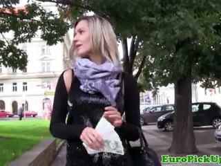 Picked omhoog blondine amateur gets ravaged