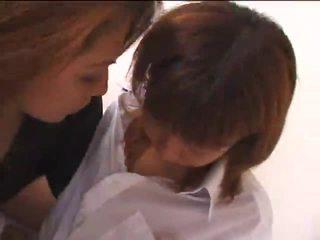 Ázijské dievča na dievča scéna