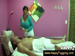 Oosters massage masseuse handjobs wanking aftrekken afrukken tugging tug baan cfnm groot boob bigtits bigboobs
