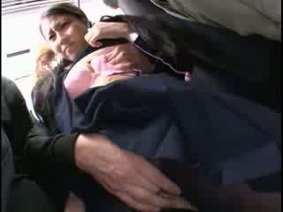 Innocent nena manoseada a orgasmo en un autobús