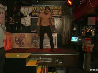 Възбуден men атака а вървя вървя lad при tthat момче powerabode бар