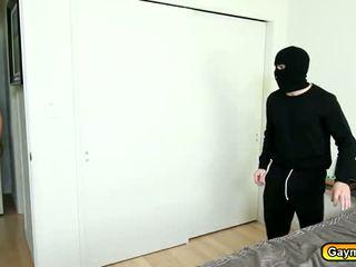 Sexy maske intruder getting hans pikk suge
