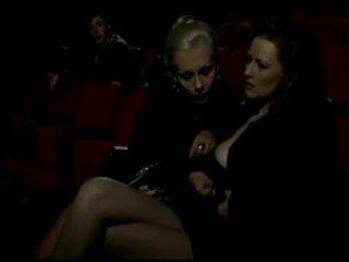 Alduterio italiano spôsobený ragazze al kino
