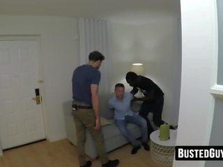 Schattig guy banged savagely door een zwart agent