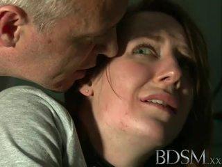 Bdsm: jovem jovem grávida tortured por mestre branca