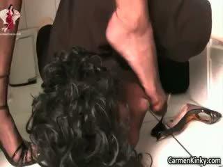 黑妞, 肛门, 调教