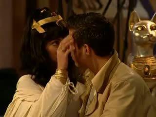 Cleopatra hậu môn và mặt