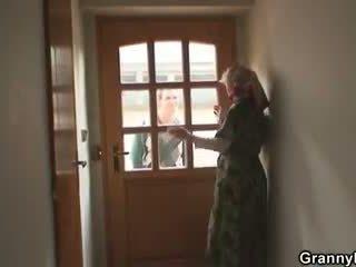 On bangs old widow težko