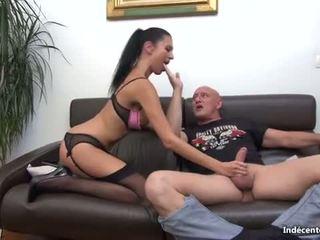 Ania kinski 和 一 swiny 老 bag fucks 她的 混蛋