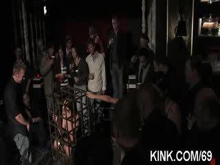 Bigtit kellnerin bestraft und gefickt im bondage