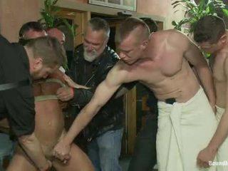 Muscle mate gangbanged 在 俱乐部 eros 性别 俱乐部