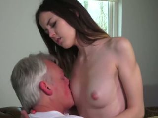 Innocent skaistule fucked līdz grandfather - porno video 771