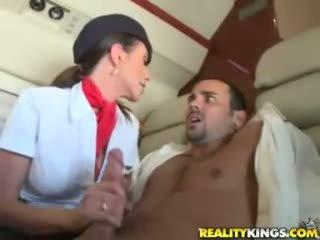 Nóng flight attendents ariella ferrera và aimee addison cho trong flight blowjob