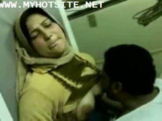 Arab ama de casa follada por joven semental