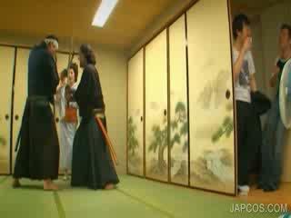 Οιεντάλ geisha shows βυζιά και μουνί