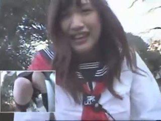 Japānieši meitene jāšana a vibrating divritenis thru the pilsēta (public squirting)
