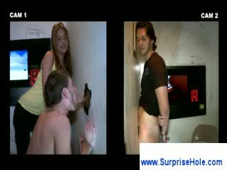 Blondīne meitene watches kā a guy sucks loceklis
