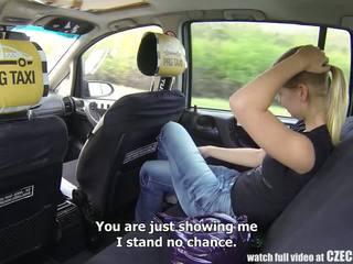 Checa taxi - loira jovem grávida gets passeio de dela vida