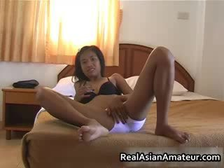 Oriental prawan undresses her limo off