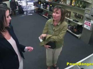 Cheeky 店 owner bangs customer's 的陰戶