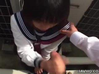 יפני תלמידת בית ספר sucks זין uncensored