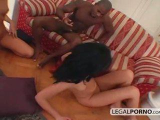 Interraciaal anaal trio met two heet babes mg-3-04