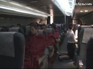 Azafata pajeando passenger & tasting su polla