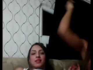 Tyrkisk tgirls spiller med hver andre på kamera
