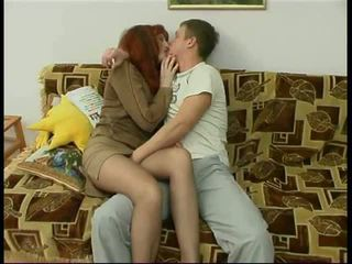Penis di belahan dada dewasa mama dan sebuah teman dari dia putra amatir: porno f6