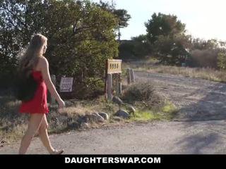 Daughterswap - seksi sedikit rambut pirang tertangkap webcamming oleh bffs ayah pt.2
