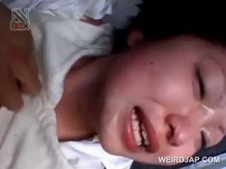 Asiatique école nana gets sexually maltraitance en une van