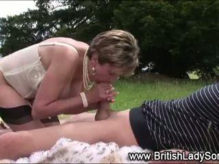 كل كبير الثدي عظيم, أنت البريطانيون راقب, اللسان