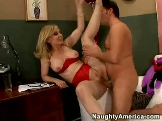 Nina hartley acquires suo cookie filled con juvenile vagina