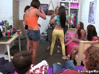 Acestea fete deserve o preț!