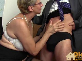 Vecmāmiņa liels bumbulīši sekretāre, bezmaksas liels vecmāmiņa hd porno 04
