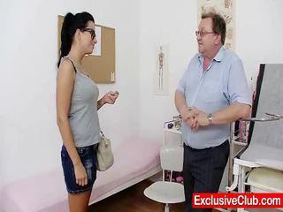Kirsten plant in gyno ziekenhuis bizar twat checkup